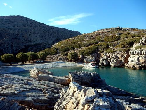 Une pause detente sur la plage de Saria lors de notre randonnée dans le Dodécanèse