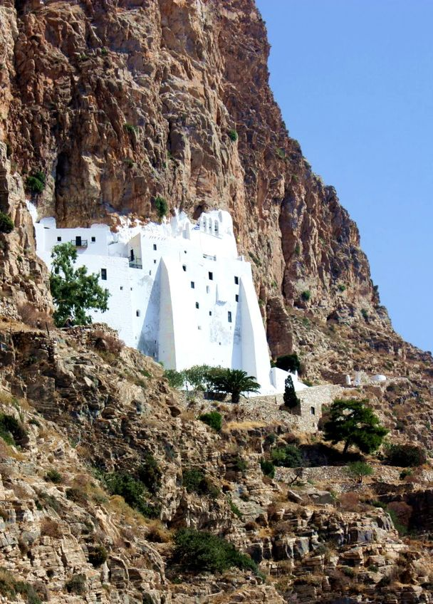Monastère de Chozoviotissa est une des attractions principales des différents circuits de randonnées dans les Cyclades