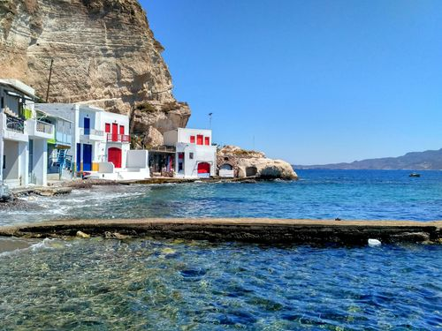 Le circuit de randonnée de Sharing Greece à Milos passe par Klima, un joli village de pêcheurs
