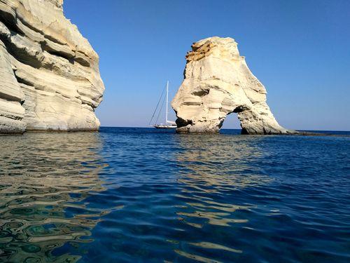 Notre circuit de randonnée de 15 jours dans les Cyclades Occidentales inclut une belle excursion en bateau jusqu'à la baie de Kleftiko