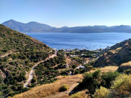 Les circuits de randonnée de Sharing Greece à Milos offrent des belles vues sur la mer Égée