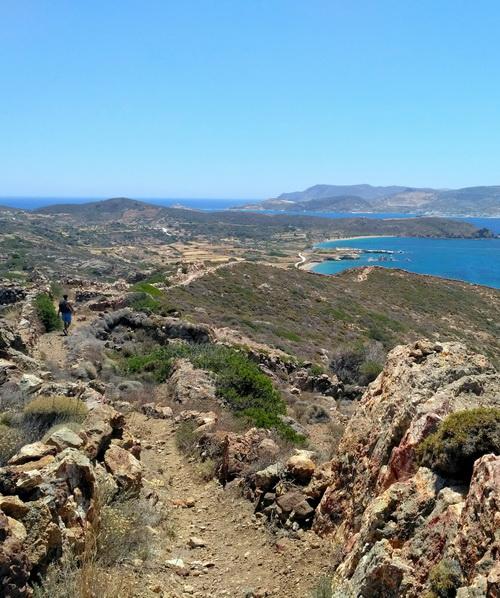 Paysage depuis le sentier de randonnée sur l'île de Kimolos