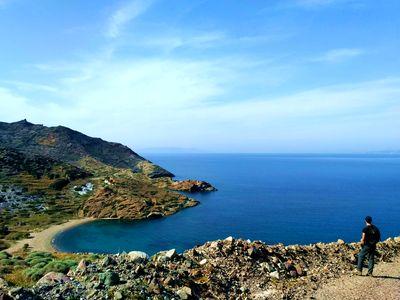 Circuits de randonnée en Grèce, une baie à Kimolos